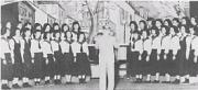 新しい女子制服で音楽発表会(昭和29年)